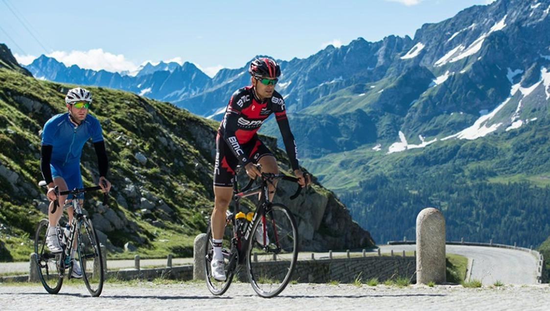 Tour de Suisse durch Andermatt